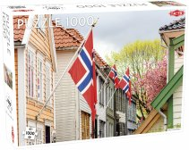Puzzel Around the World, Northern Stars: Street in Bergen (with Norwegian Flags) - 1000 stukjes