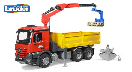 MB Arocs Construction truck w. crane, clamshell buckets + 2 pallets
